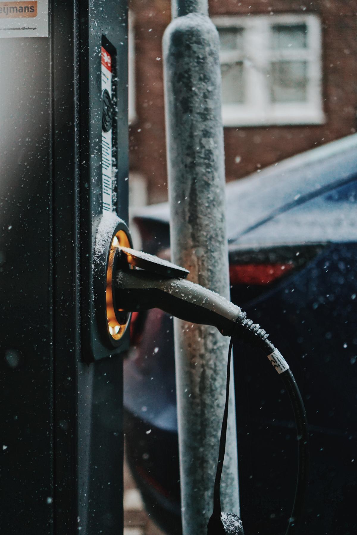 sähköautojen lataustolppa
